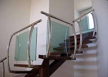 Corrimão de inox com vidro