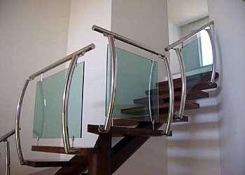 Corrimão de vidro com inox